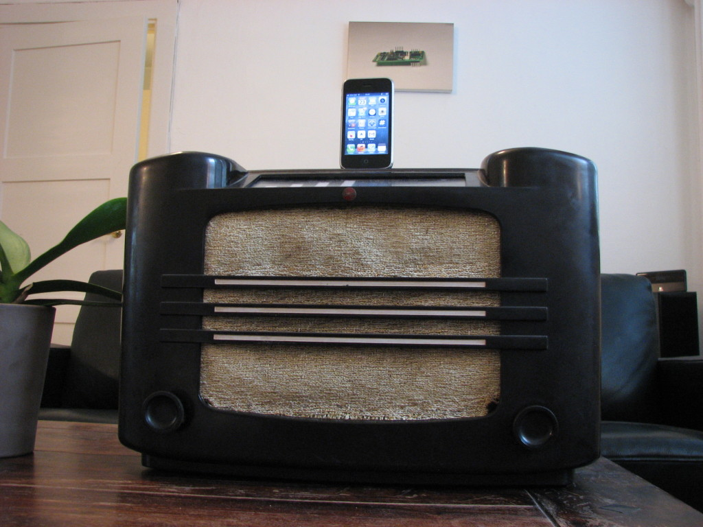 Vintage radio hacked into a docking station