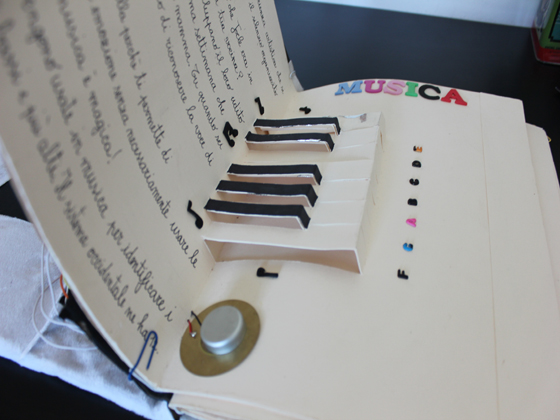 pop-up piano