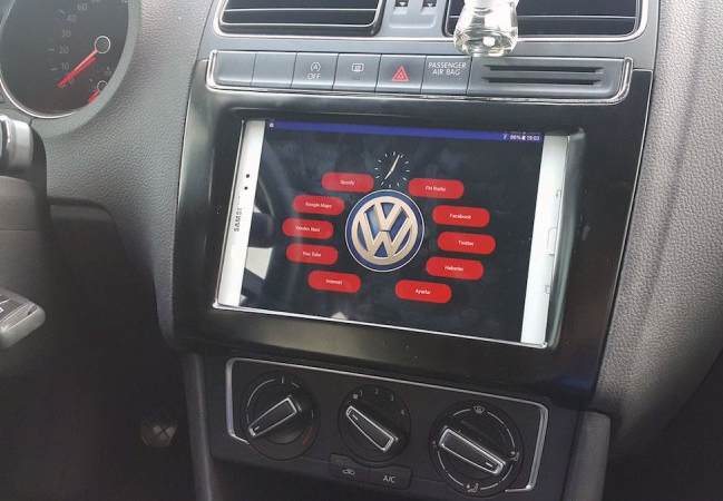 Arduino maker installs an android tablet in his car