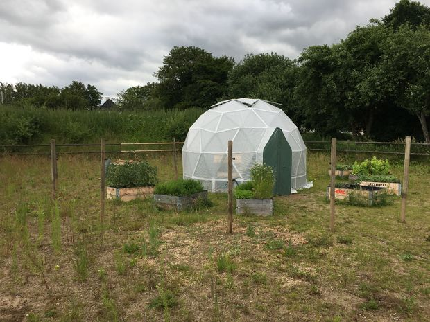 An Arduino-controlled geodesic greenhouse and en coop ... on