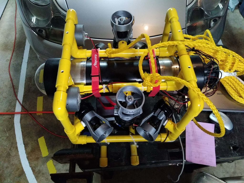 If you'd like to check out your pool or a lake without getting wet, this underwater ROV looks like a great solution.