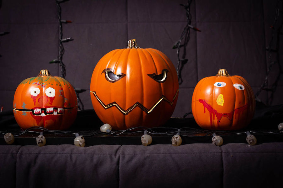 Arduino Uno controls a trio of singing pumpkins