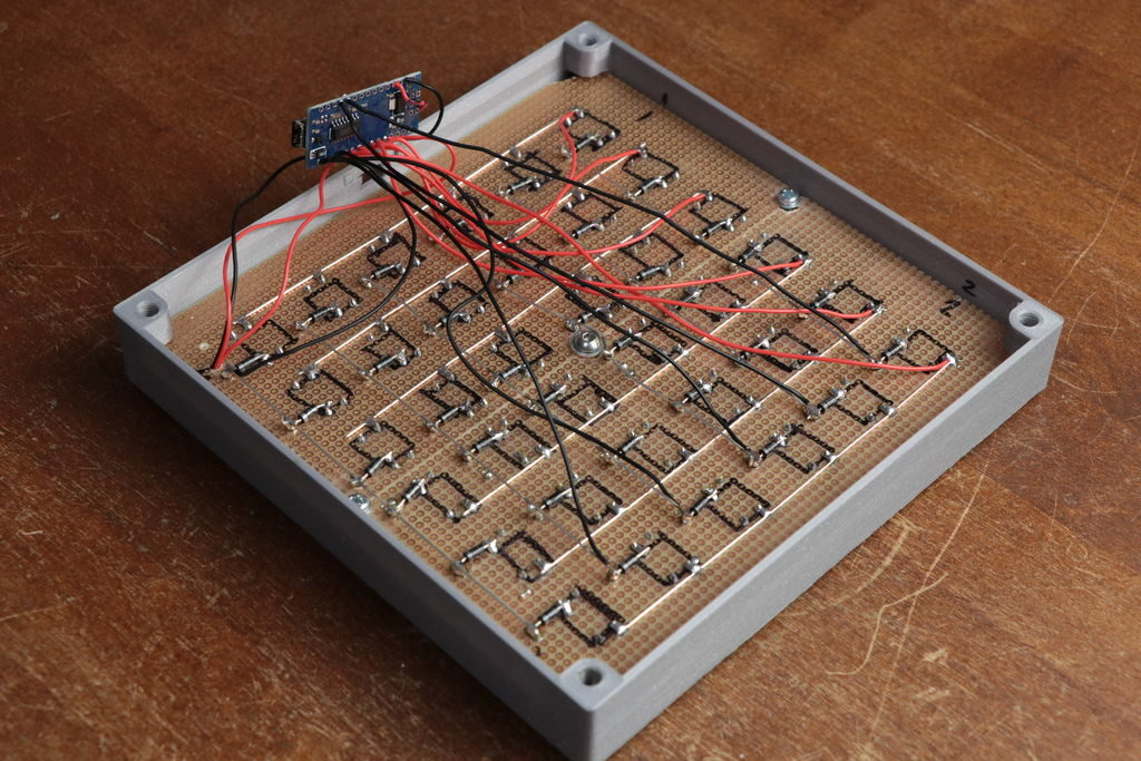 Arduino Blog » Make your own MIDI keyboard matrix (or just buy one?)