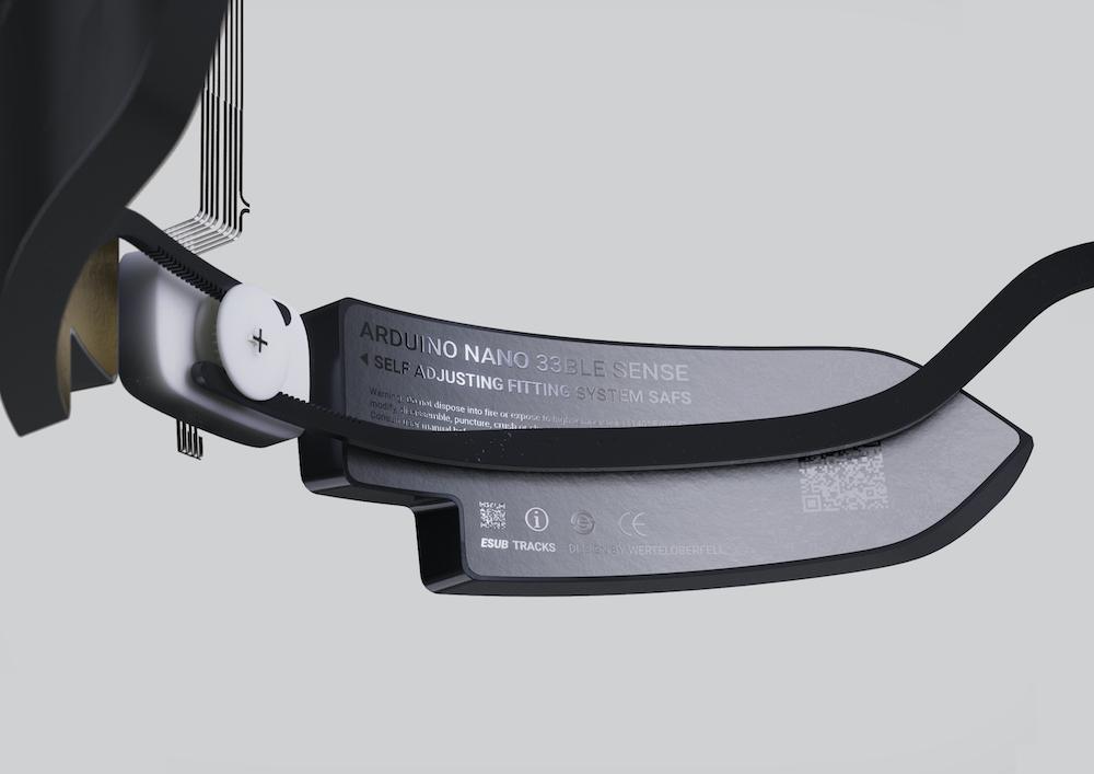 ESUB Tracks Smart Helmet Fastening5 - Electrogeek
