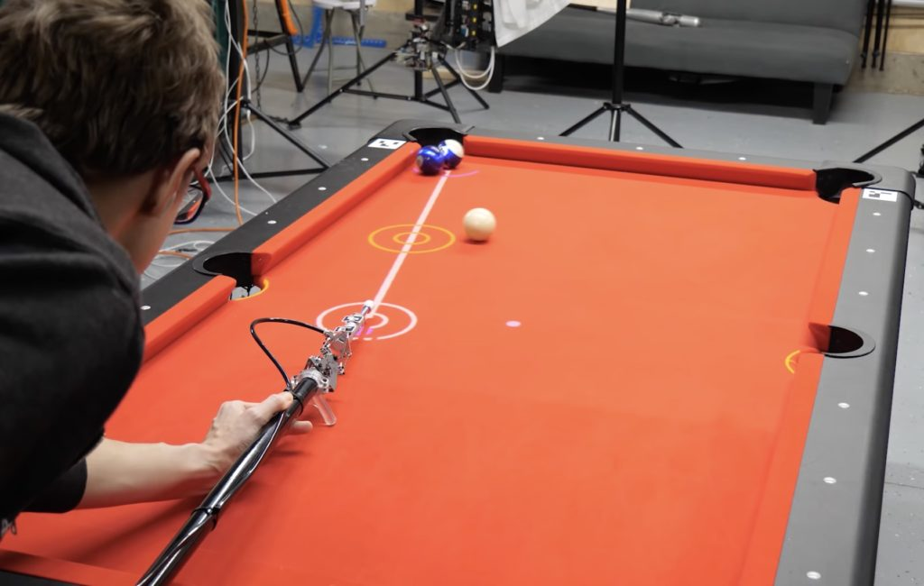 This robotic cue can turn anyone into a pool shark